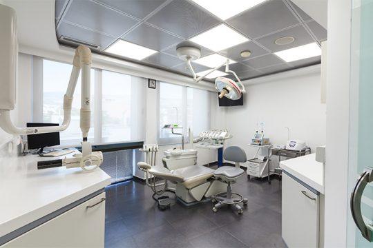 χειρούργος - οδοντίατρος Δάφνη