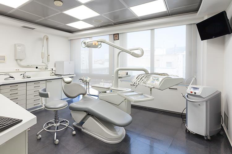 χειρούργος - οδοντίατρος νότια προάστια